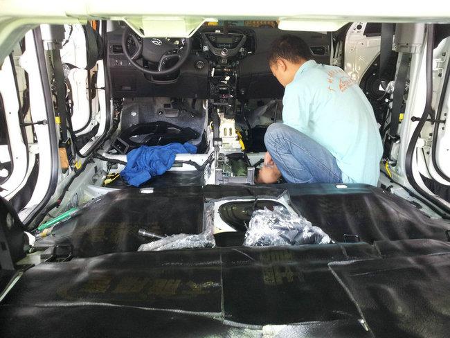 > 广州番禺黄艳汽车音响改装店-现代朗动全车隔音