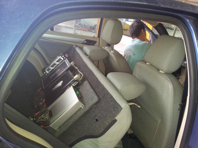 广州番禺黄艳汽车音响改装-宝来升级主动三分频换先锋p01主机
